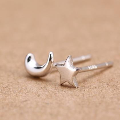 925 silver moon and star ear stud e..